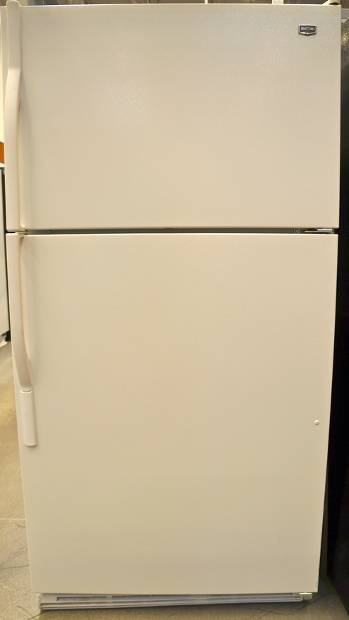 The Maytag Top-Freezer Refrigerator with FreshLock™ Crispers (M1TXEGMY)
