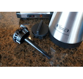 The brew-through lid with destratification tube mixes the coffee automatically while brewing and helps maintain optimal holding temperature and coffee quality.
