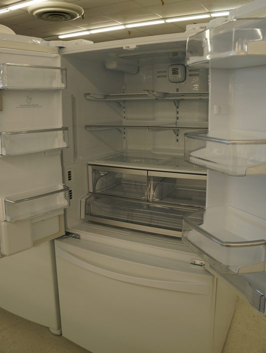 The fridge has adjustable shelves, door bins and dairy bins, as well as temperature- and humidity-controlled drawers.