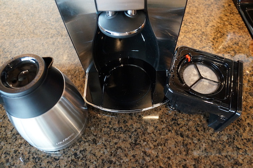 The Ninja© utilizes a brew through lid and internal mixing tube.